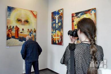 Выставка картин автора памятника Славы открылась в Воронеже
