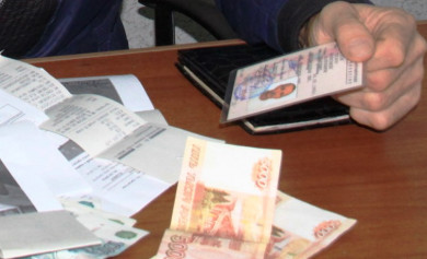 Начальника Борисоглебского МРЭО поймали на взятке за водительские права