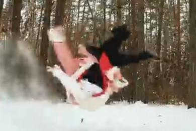 Воронежец в костюме Деда Мороза станцевал новогодний брейк в лесу (ВИДЕО)
