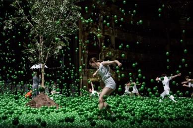 Современный балет с «ливнем» из 140 тысяч мячиков покажут в Воронеже