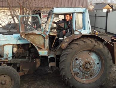 «Продержаться до приезда пожарных»: как воронежец на тракторе спасал дома соседей