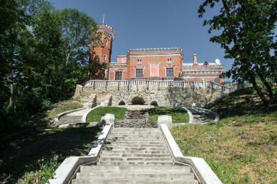 Во дворце Ольденбургских открывается выставка из Петергофа