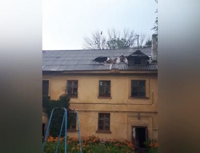 Во время ливня молния пробила крышу многоквартирного дома в Воронеже