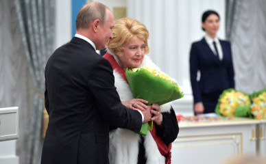Знаменитая актриса попросила Путина уволить из МХАТа бывшего воронежского ректора