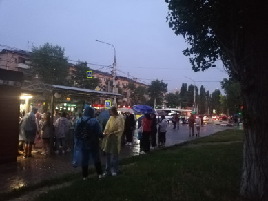 На общегородском выпускном школьников застал дождь