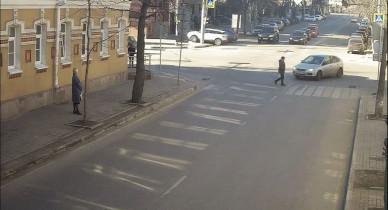 Появилось видео, как 24-летний водитель насмерть сбивает женщину в Воронеже