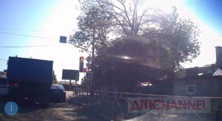 Водитель грузовика устроил нелепое ДТП в Тамбове
