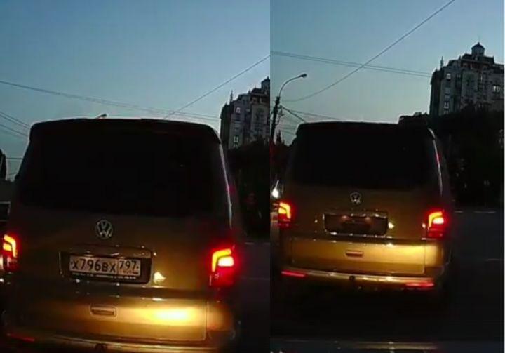 Воронежцы сняли навидео минивэн спрячущимися номерами