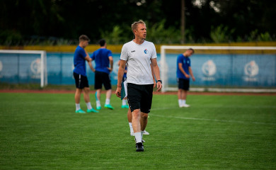 Тренер футбольного клуба «Факел» стал лучшим вФНЛ поитогам июля