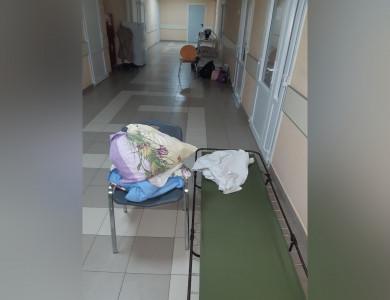 «Попали с младенцем в больницу. Нас положили в коридоре на советскую раскладушку»