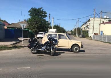 В Воронежской области 82-летний водитель «Нивы» спровоцировал ДТП смотоциклом