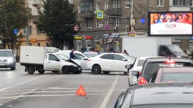 Три аварии парализовали центр Воронежа