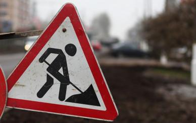 Из-за внезапного перекрытия улицы в Воронеже образовалась пробка