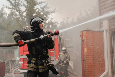 В Воронеже загорелась пятиэтажка: один человек погиб, 10 эвакуировали