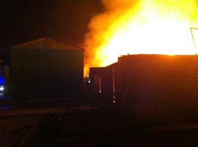 Воронежцы сняли на видео сильный пожар на складе