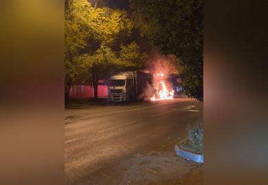 В Воронеже «Ауди» врезалась вгрузовик и сгорела (ВИДЕО)