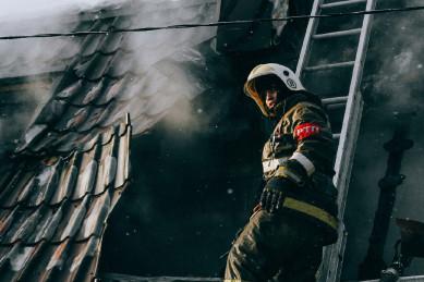 Два трупа нашли под обломками сгоревшей крыши в Воронежской области