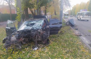 В Воронеже водитель BMW влетел в столб: мужчину госпитализировали