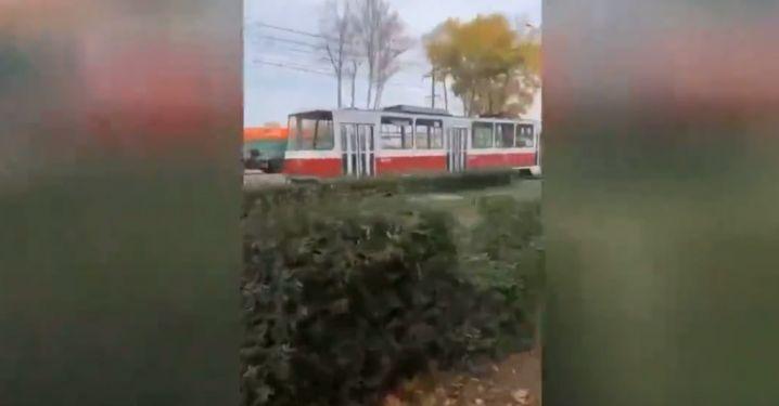 В Липецке столкнулись машина и трамвай