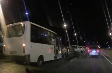 В Воронеже 7 легковушек и автобус столкнулись паровозиком (ВИДЕО)