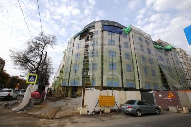 «Крышечка» смотрится инородно»: каквыглядит вновь отстроенный «круглый» дом наплощади Ленина