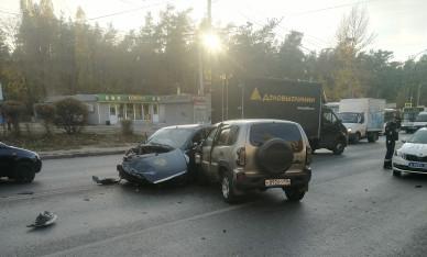 В Воронеже при столкновении двух легковушек пострадала женщина