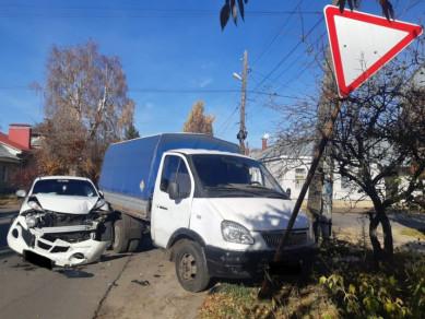 В Центральном районе произошло ДТП сучастием «ГАЗели» и«Ниссана»