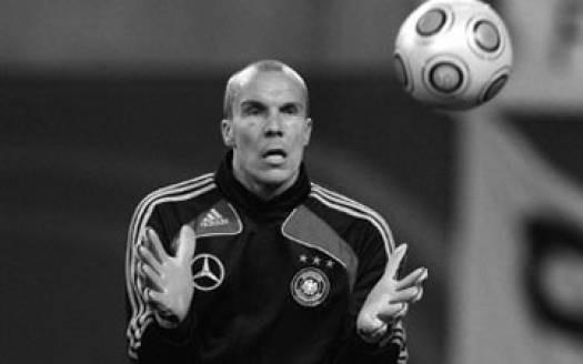 Немецкий футболист прыгнул под поезд