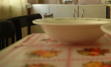Трое воронежцев, ограбив пенсионерку, поужинали на её кухне
