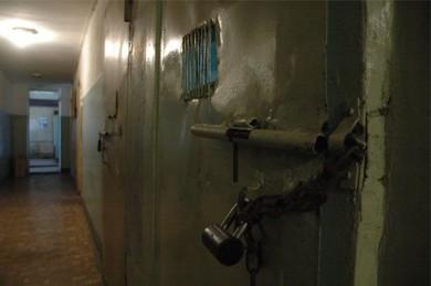 В Воронежской области молодой человек едва не убил мужчину в школьном туалете