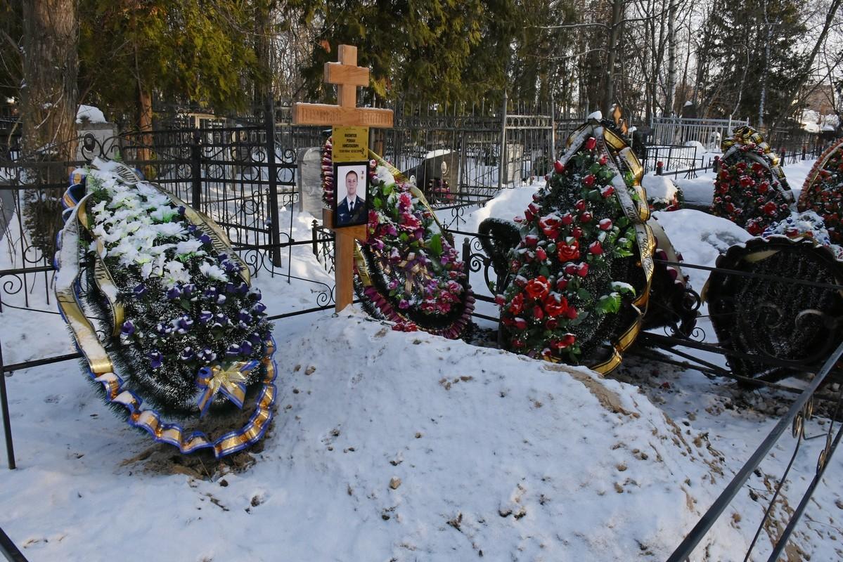 В Воронеже горела могила Героя России Романа Филипова
