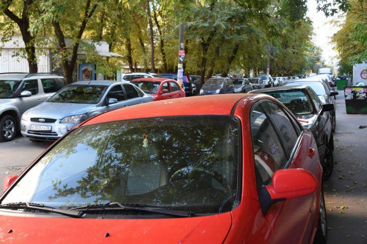 В день запуска платных парковок машины массово прятали во дворах