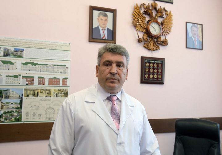 Главврач онкодиспансера не смог объяснить появление нелегального аппарата