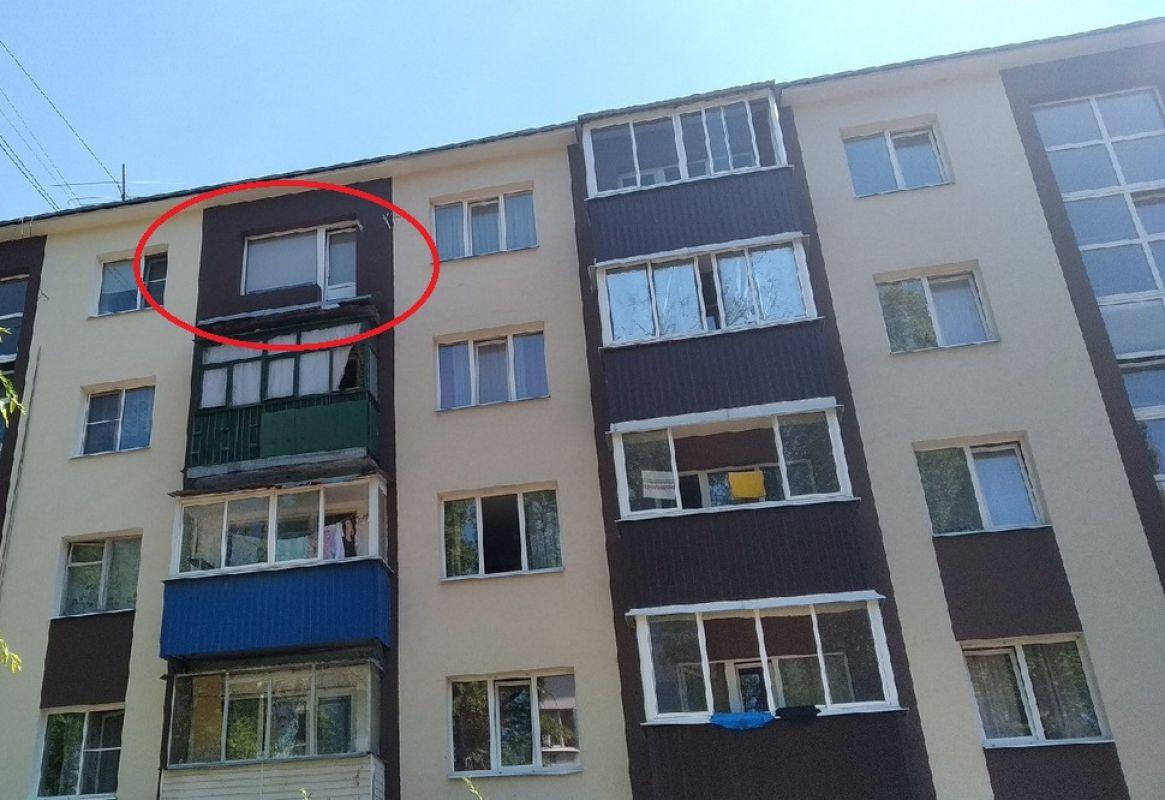 Злоключения капремонта<br>У трёх квартир в пятиэтажке срезали балконы, но почему-то отказываются устанавливать на их место новые