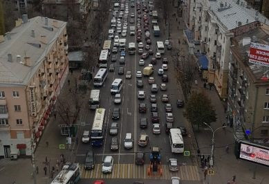 В Воронеже снова парализовано движения на главных улицах города