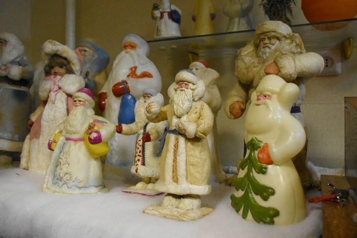 Двое воронежцев собрали уникальную коллекцию из тысячи новогодних игрушек