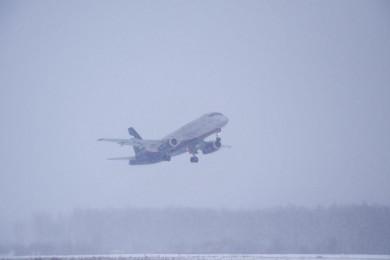 Воронежский аэропорт в ночь на 13 февраля приостановил работу из-за снегопада