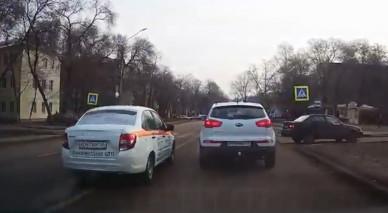 Аварийные комиссары в Воронеже обогнали авто по встречной (ВИДЕО)