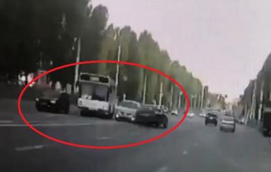 Столкнулась ли «Тойота» с другим авто за секунды до того, как сбила трех человек...